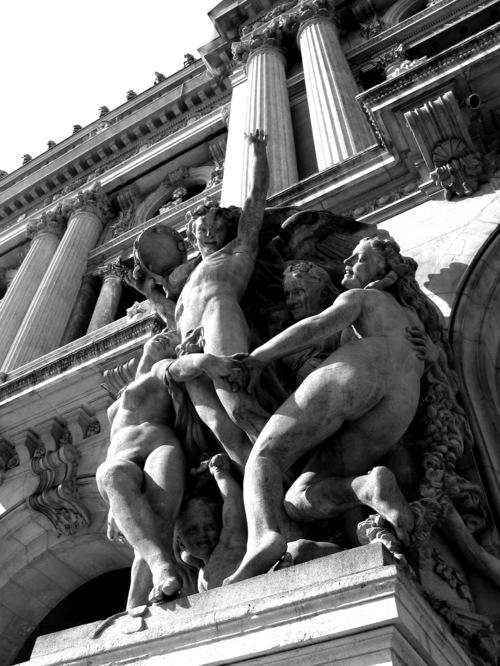 Opera_statue1